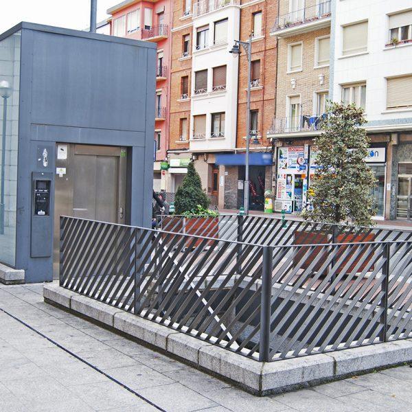 Acceso ascensor Parking Avenida de España
